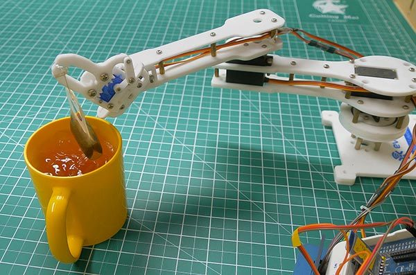 Featured Image Pick and Place RObotic Arm