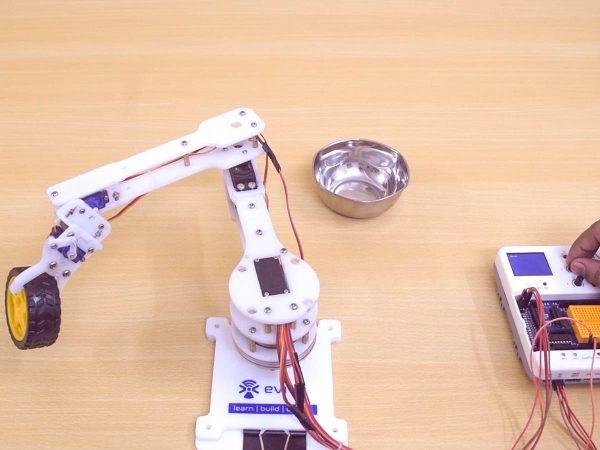 Pick and place robotic arm evive